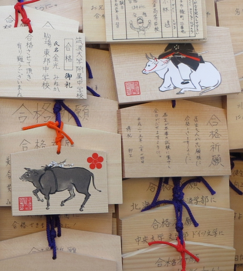 Write your wish on one of these prayer plaques emblazoned with a bull, and the kamai-sama will consider your request. This shrine is especially known for granting the wishes of those who want to be accepted at prestigious Tokyo University.