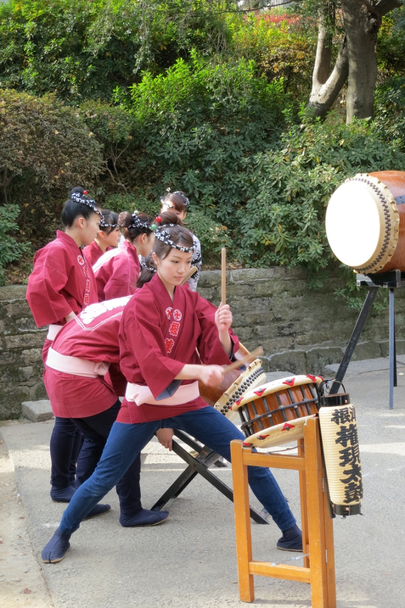 On festival days like New Years, traditional entertainers like these taiko drummers perform at the Nezu Shrine.