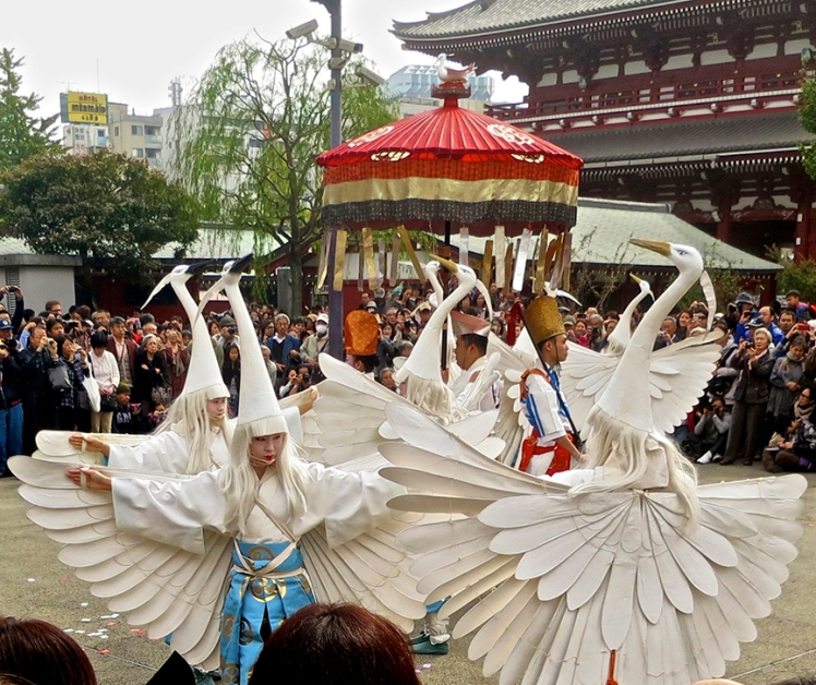 Around the first weekend of November, the White Heron Dance is held in front of Senso-ji temple