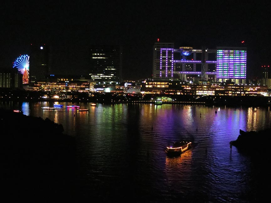 From the South Promenade, you can see the lights of Odaiba. From the north side, you see the Tokyo skyline.