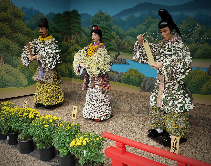 Bonsai chrysanthemum figures at the Yushima shrine