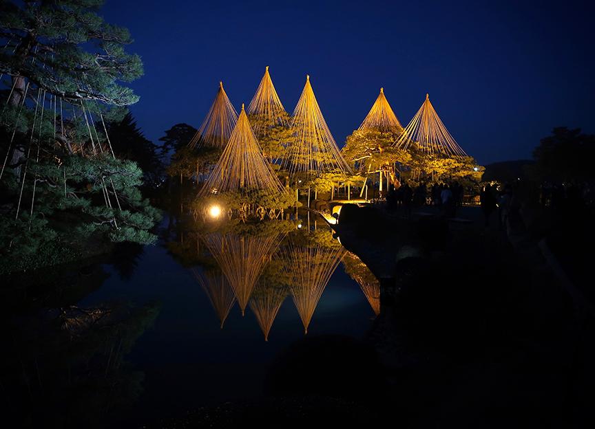 Kenroku-en garden in Kamazawa, lit up at night